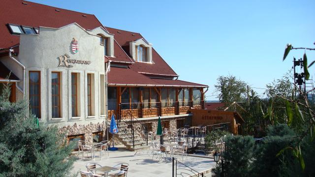 Eger, Szent István hotel a találkozó színhelye